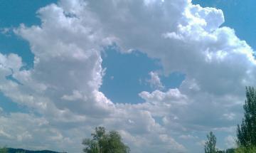 天边飘过悠然的云