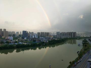 窗外的彩虹