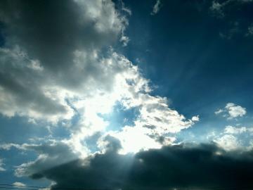 随手一拍【白云遮日的光影】