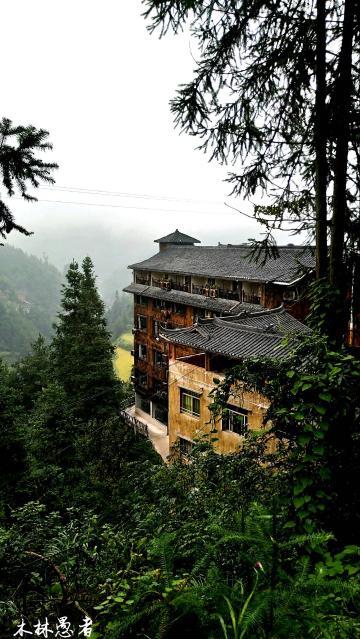 随拍   雨雾中的西江千户苗寨