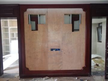 电视背景墙线条接头修复
