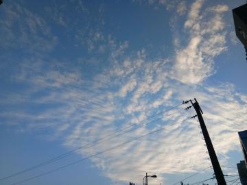 爱就像蓝天白云,晴空万里,突然暴风雨。