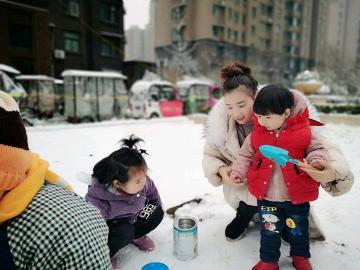 下雪啦,孩子的世界好可爱