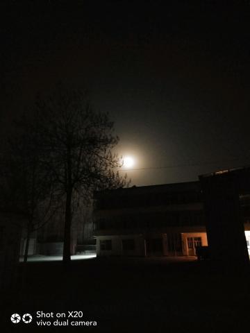 腊月的圆月亮