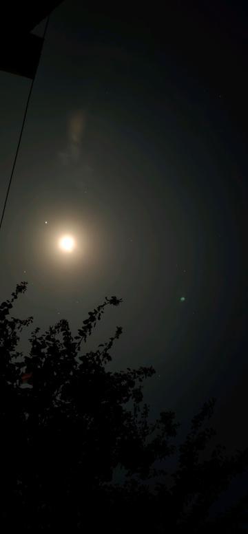 32秒快门下的月亮