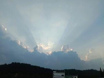 爱就像蓝天白云~