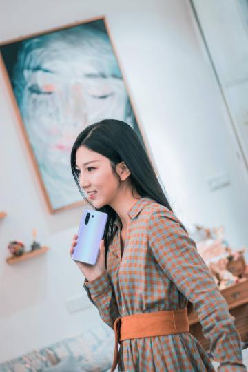 手机与美女