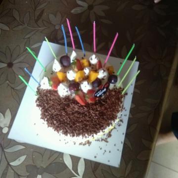 今天我们五个人过生日,三个人生日Happy birthday